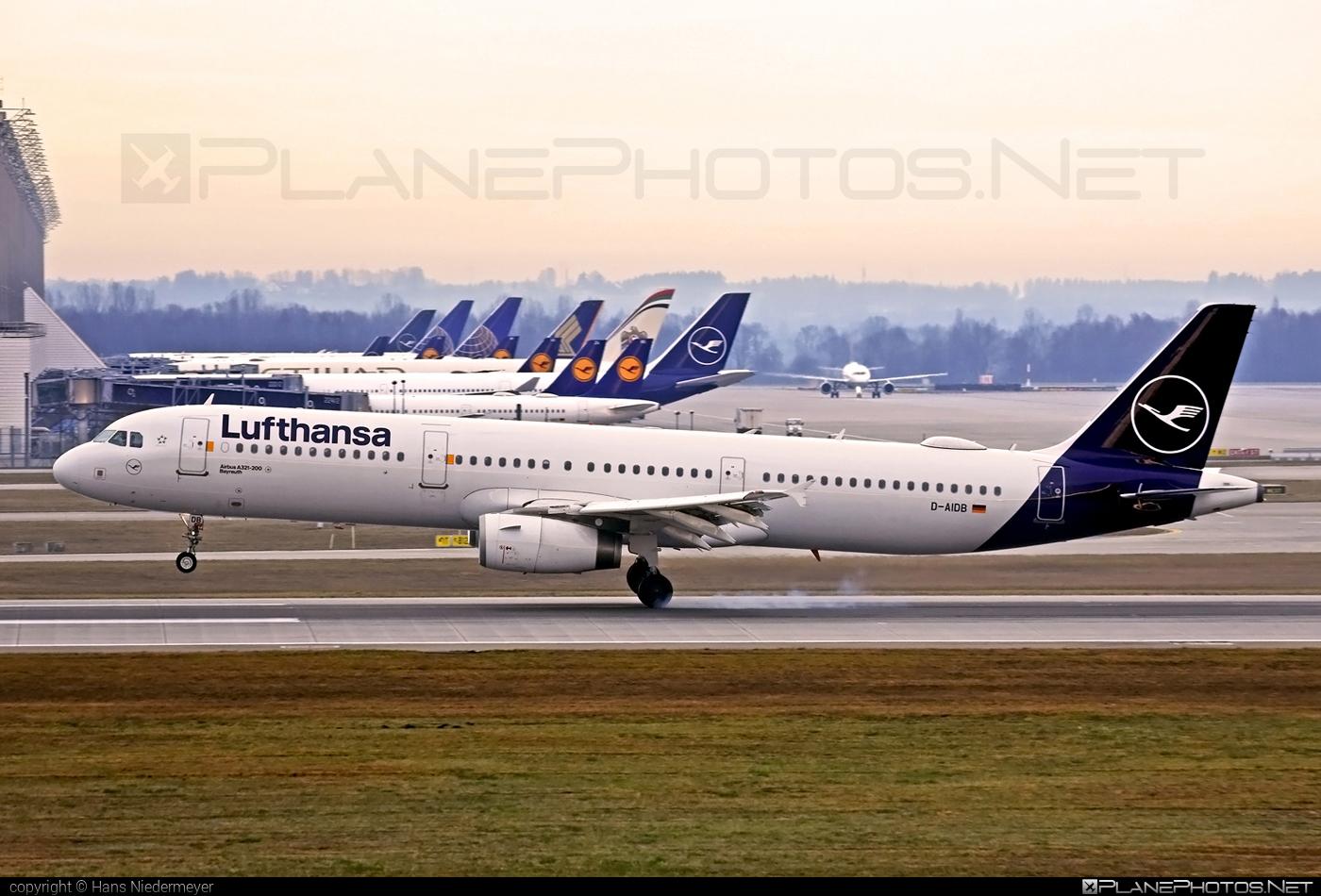 Airbus A321-231 - D-AIDB operated by Lufthansa #a320family #a321 #airbus #airbus321 #lufthansa