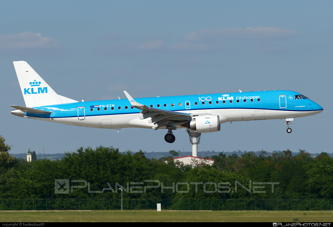Embraer E190STD (ERJ-190-100STD) - PH-EZN operated by KLM Cityhopper #e190 #e190100 #e190100std #e190std #embraer #embraer190 #embraer190100std #embraer190std #klm #klmcityhopper