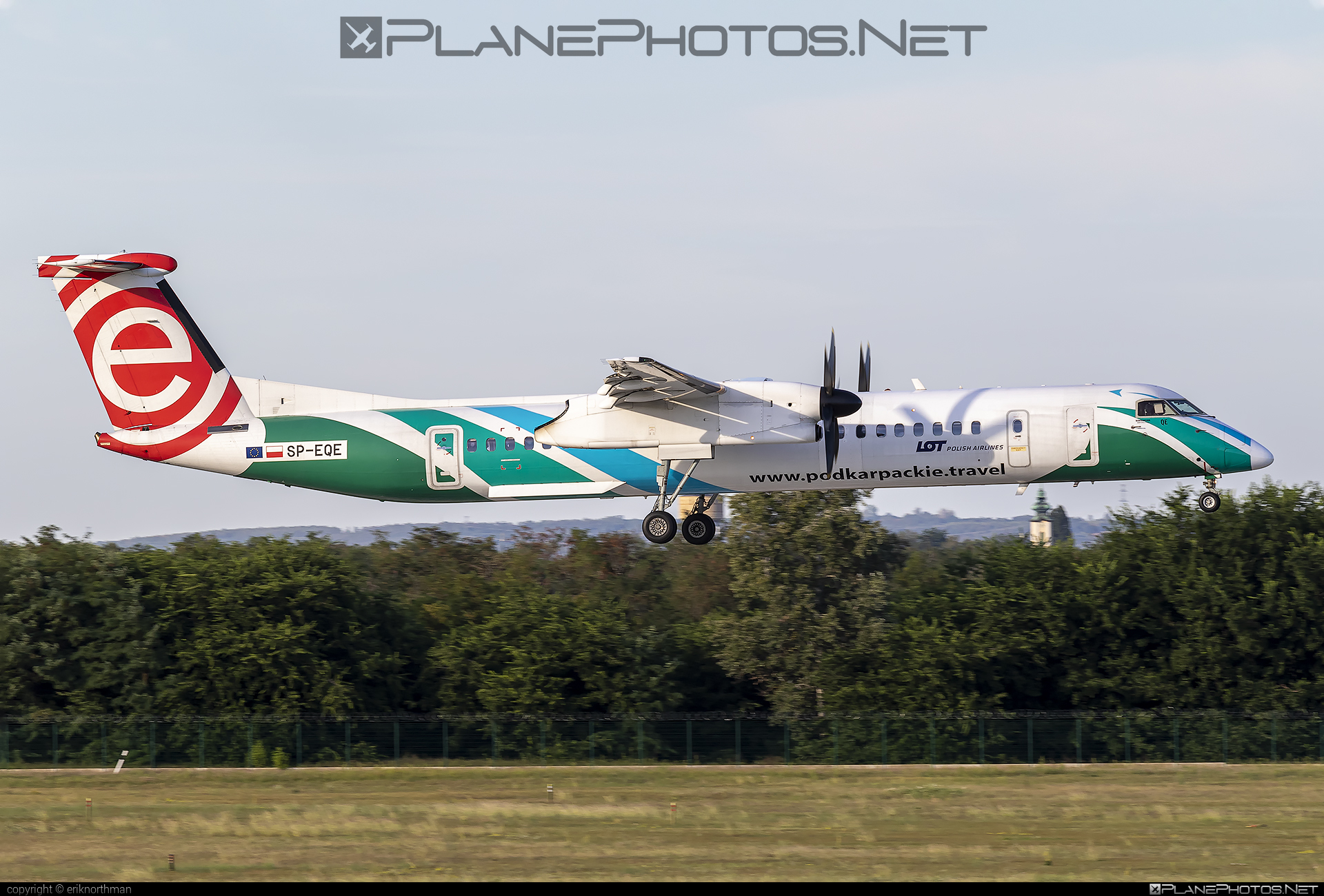 Bombardier DHC-8-Q402 Dash 8 - SP-EQE operated by LOT Polish Airlines #bombardier #dash8 #dhc8 #dhc8q402 #lot #lotpolishairlines