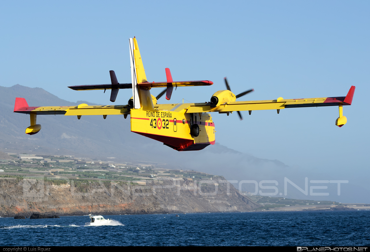 Canadair CL-415 - UD.14-02 operated by Ejército del Aire (Spanish Air Force) #canadair #ejercitodelaire #spanishairforce