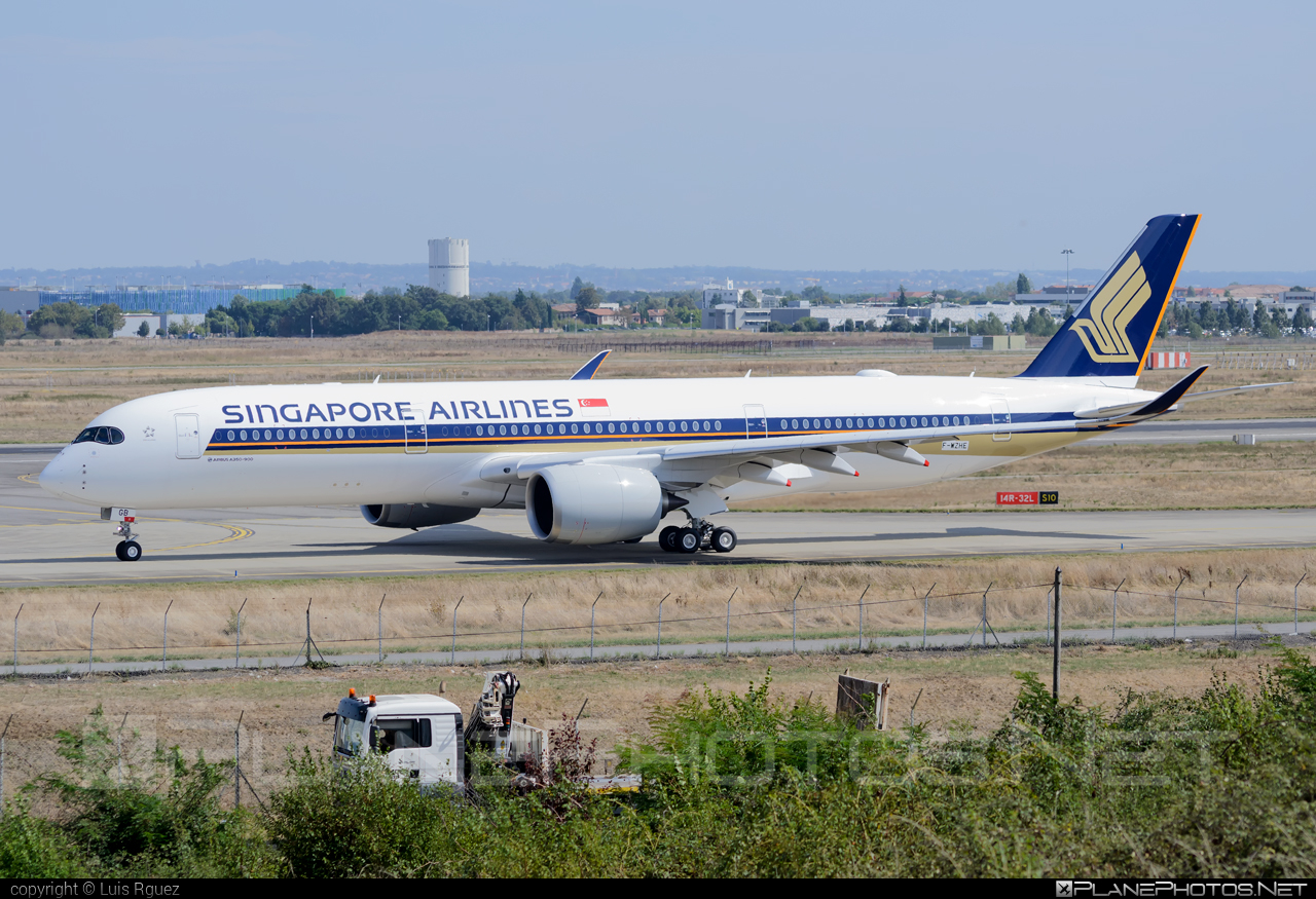 Airbus A350-941 - F-WZHE operated by Singapore Airlines #a350 #a350family #airbus #airbus350 #singaporeairlines #xwb