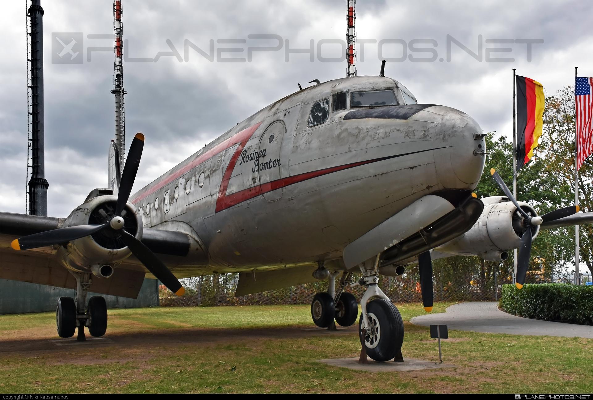 Douglas C-54E Skymaster - 44-9063 operated by US Air Force (USAF) #berlinairliftmemorial #douglas #rosinenbomber #usaf #usairforce