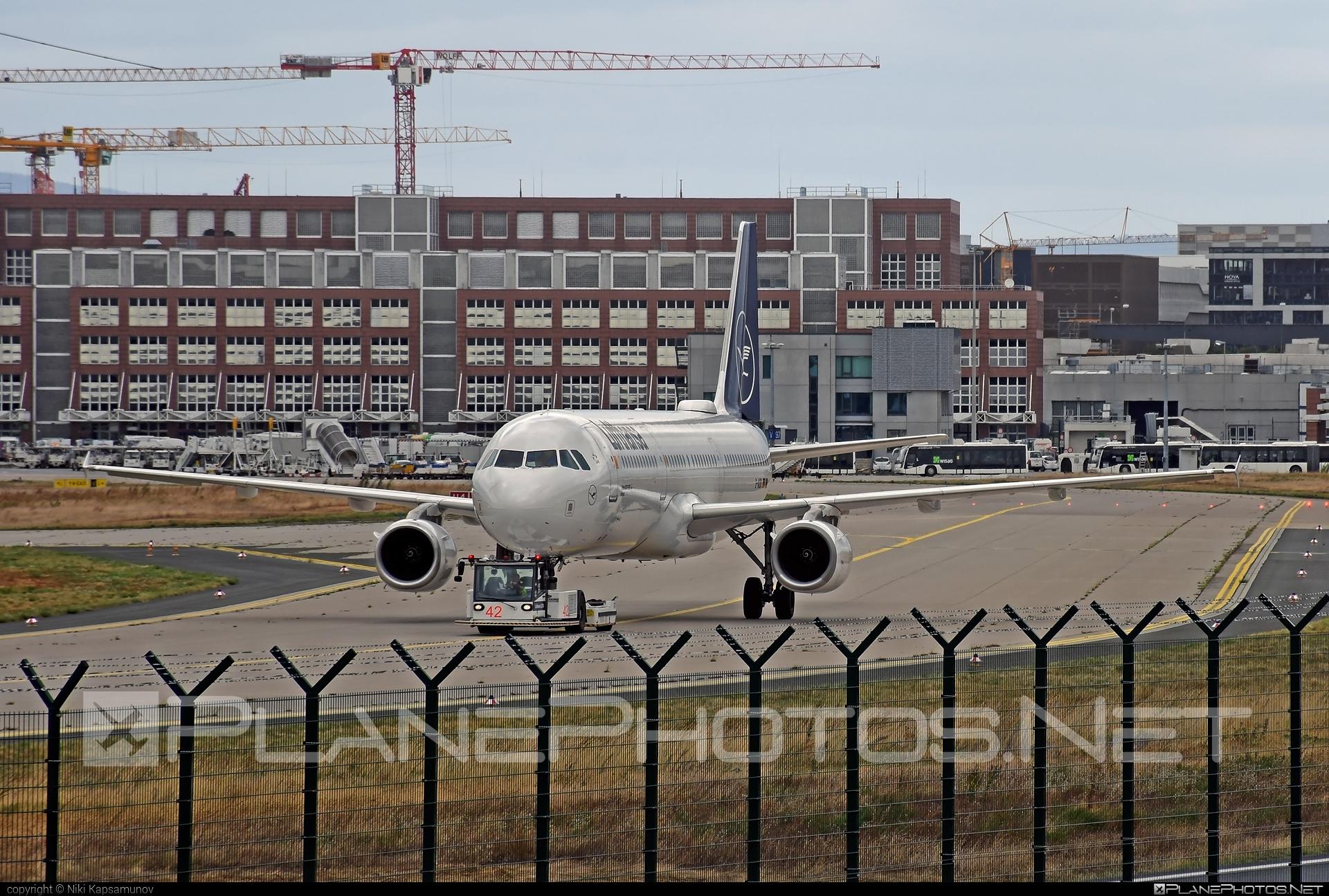 Airbus A321-231 - D-AIDK operated by Lufthansa #a320family #a321 #airbus #airbus321 #lufthansa
