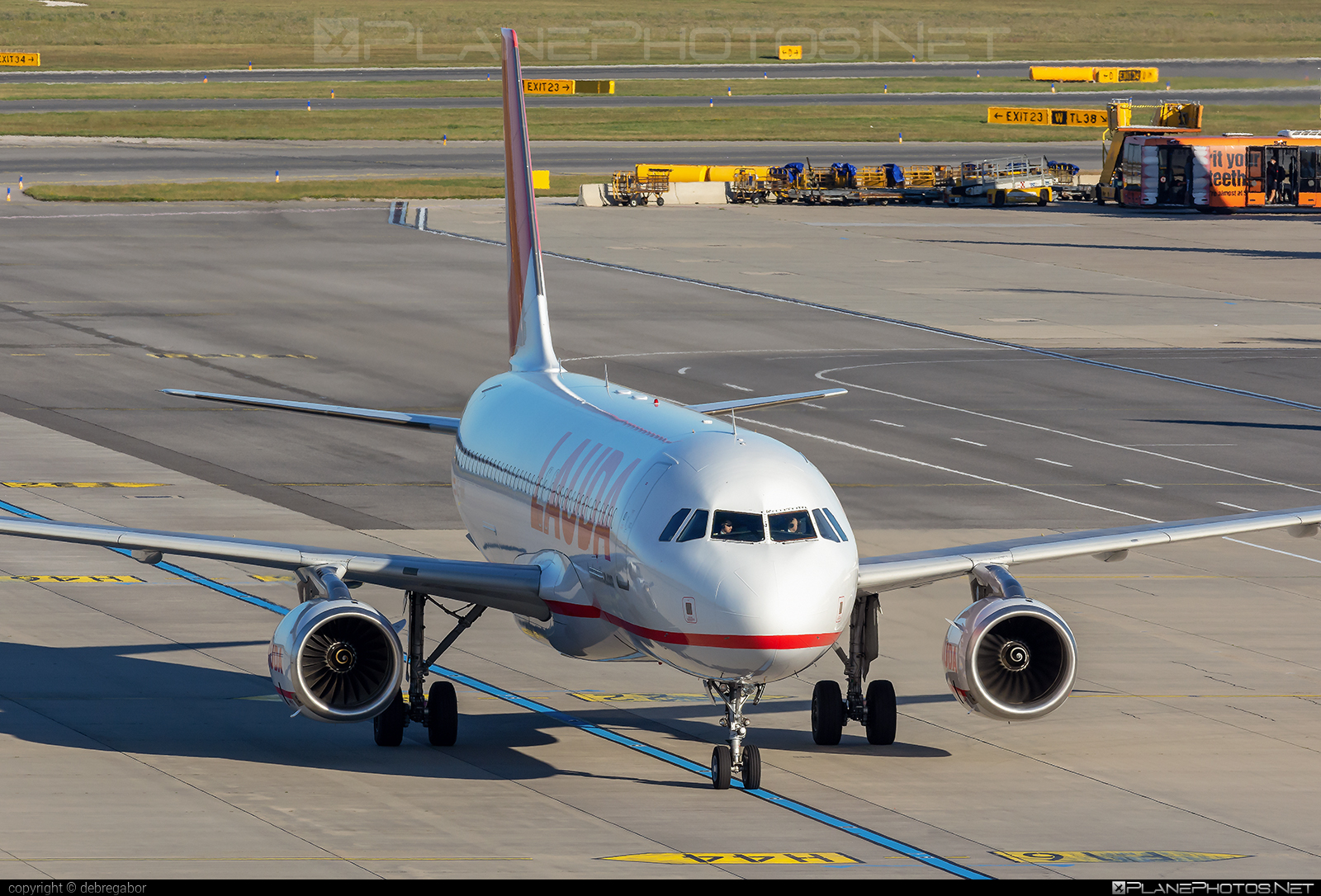 Airbus A320-232 - OE-IHH operated by LaudaMotion #a320 #a320family #airbus #airbus320 #laudamotion