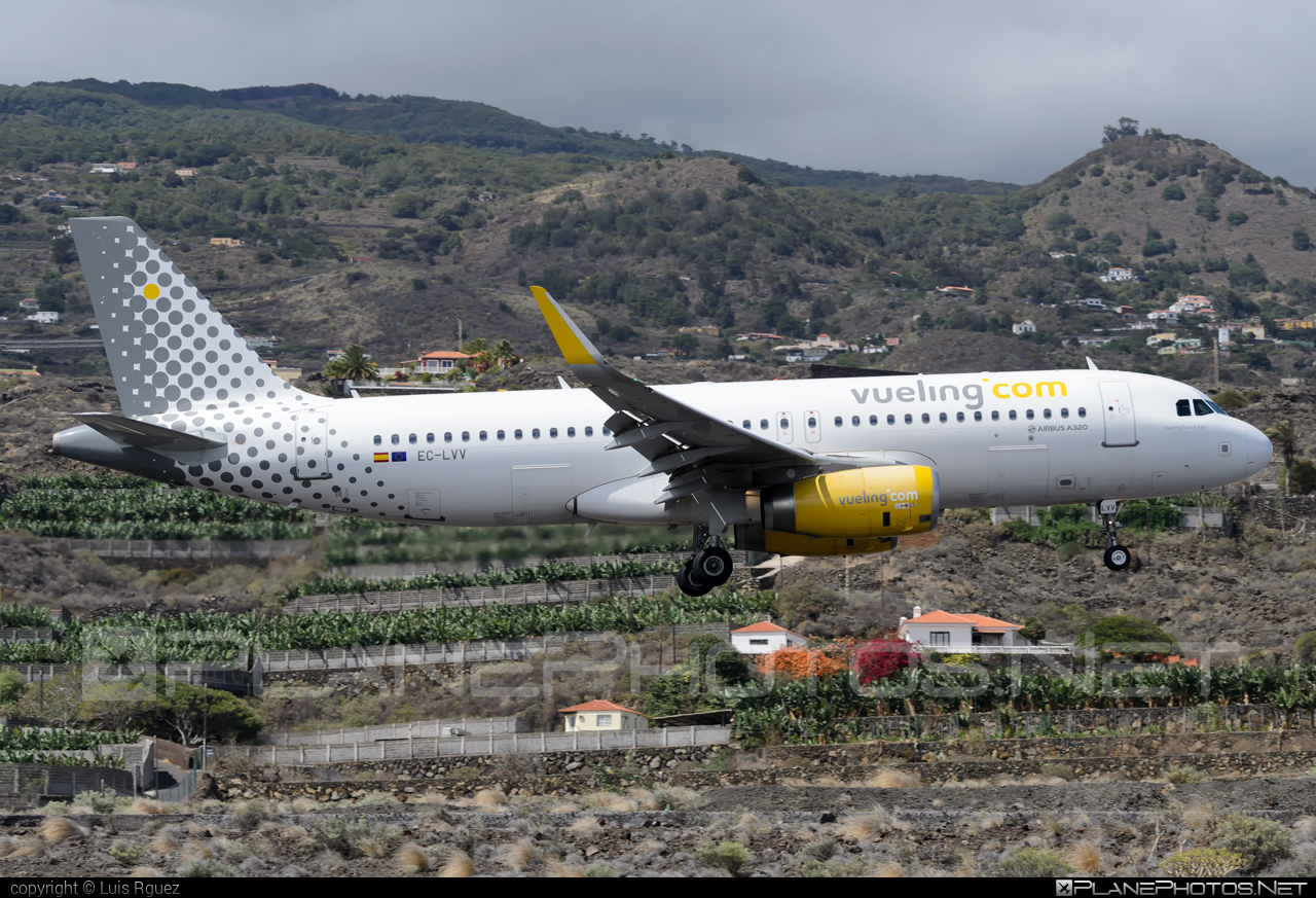 Airbus A320-232 - EC-LVV operated by Vueling Airlines #a320 #a320family #airbus #airbus320 #vueling #vuelingairlines