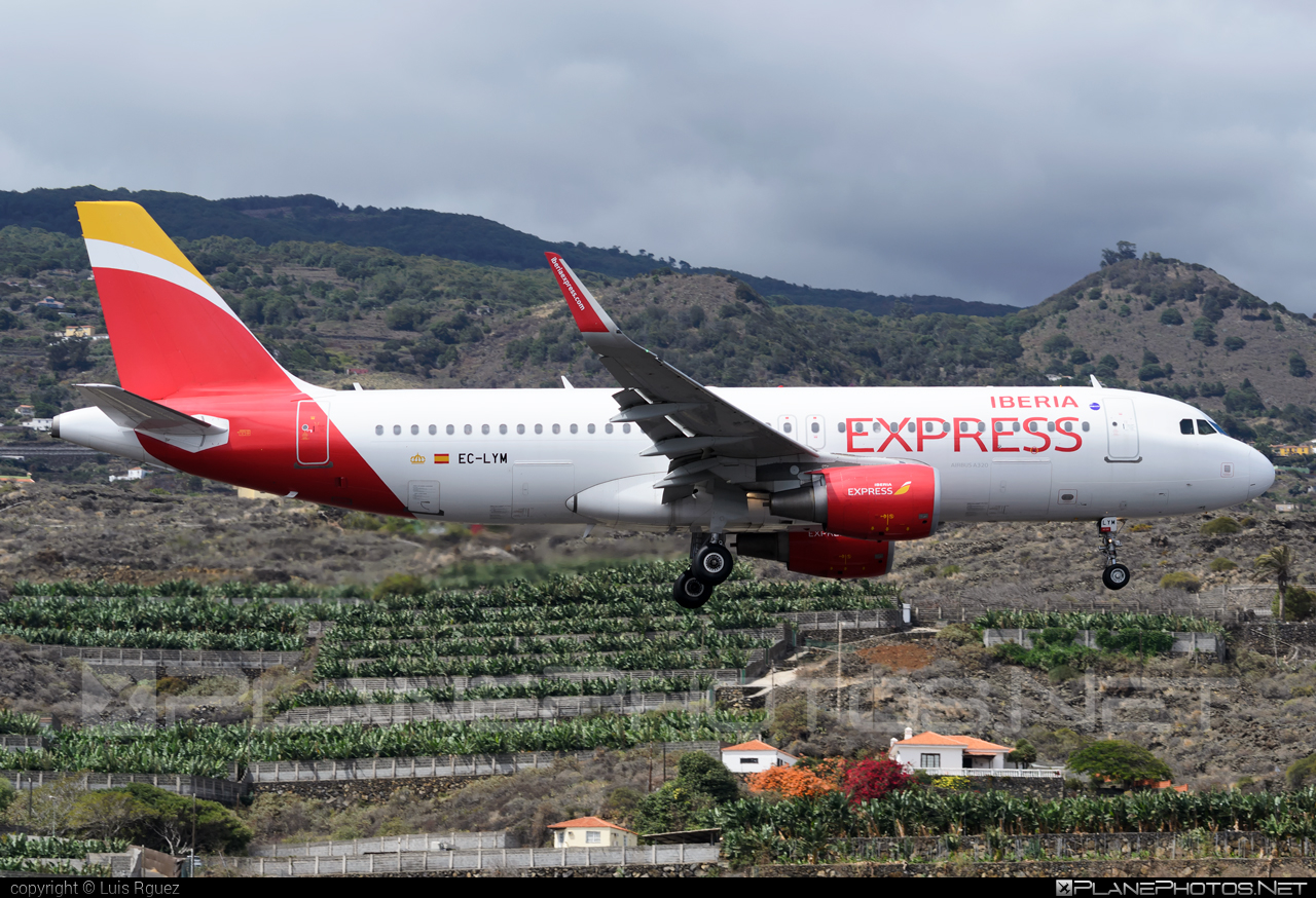 Airbus A320-216 - EC-LYM operated by Iberia Express #a320 #a320family #airbus #airbus320 #iberia #iberiaexpress