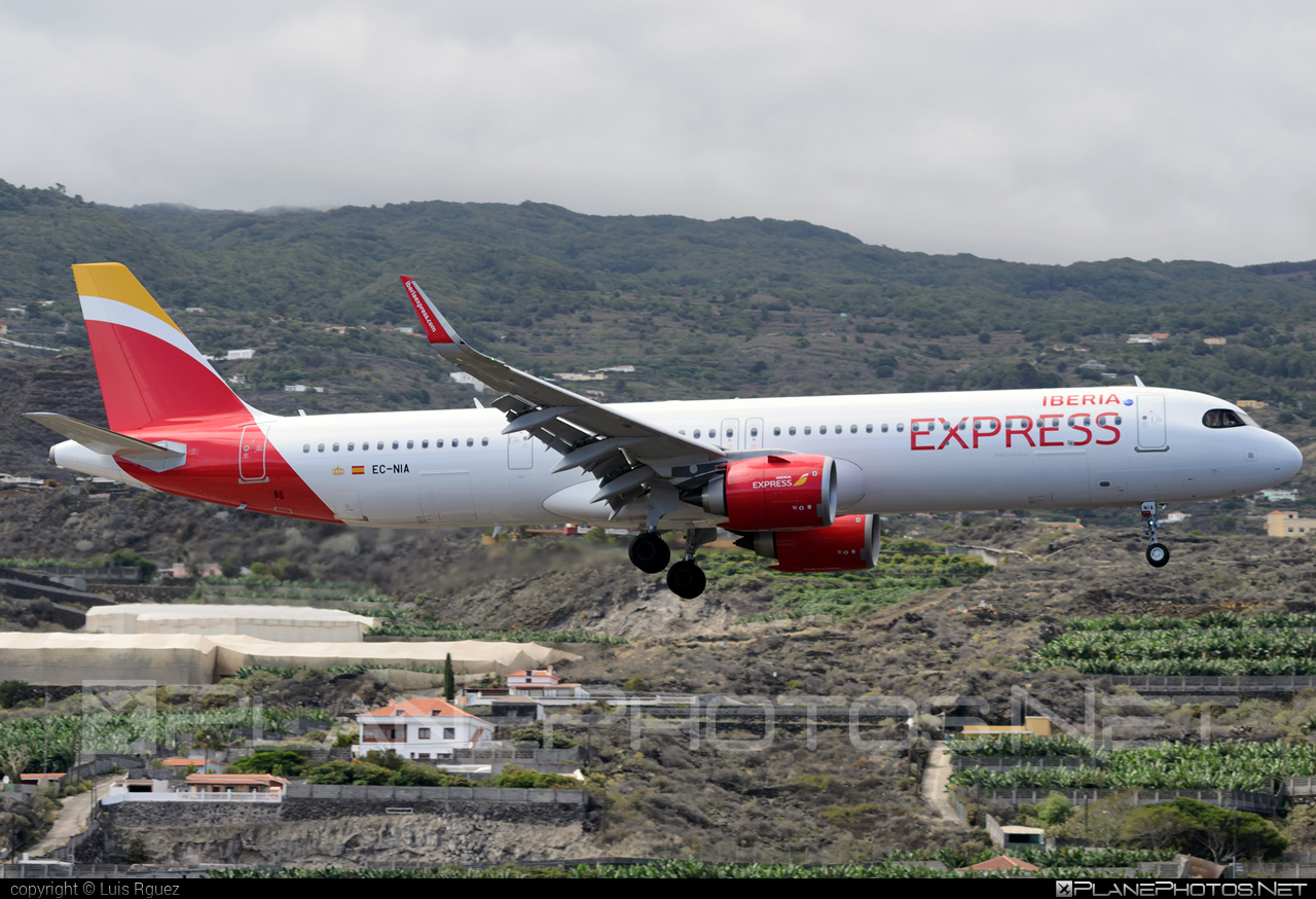 Airbus A321-251NX - EC-NIA operated by Iberia Express #a320family #a321 #a321neo #airbus #airbus321 #airbus321lr #iberia #iberiaexpress