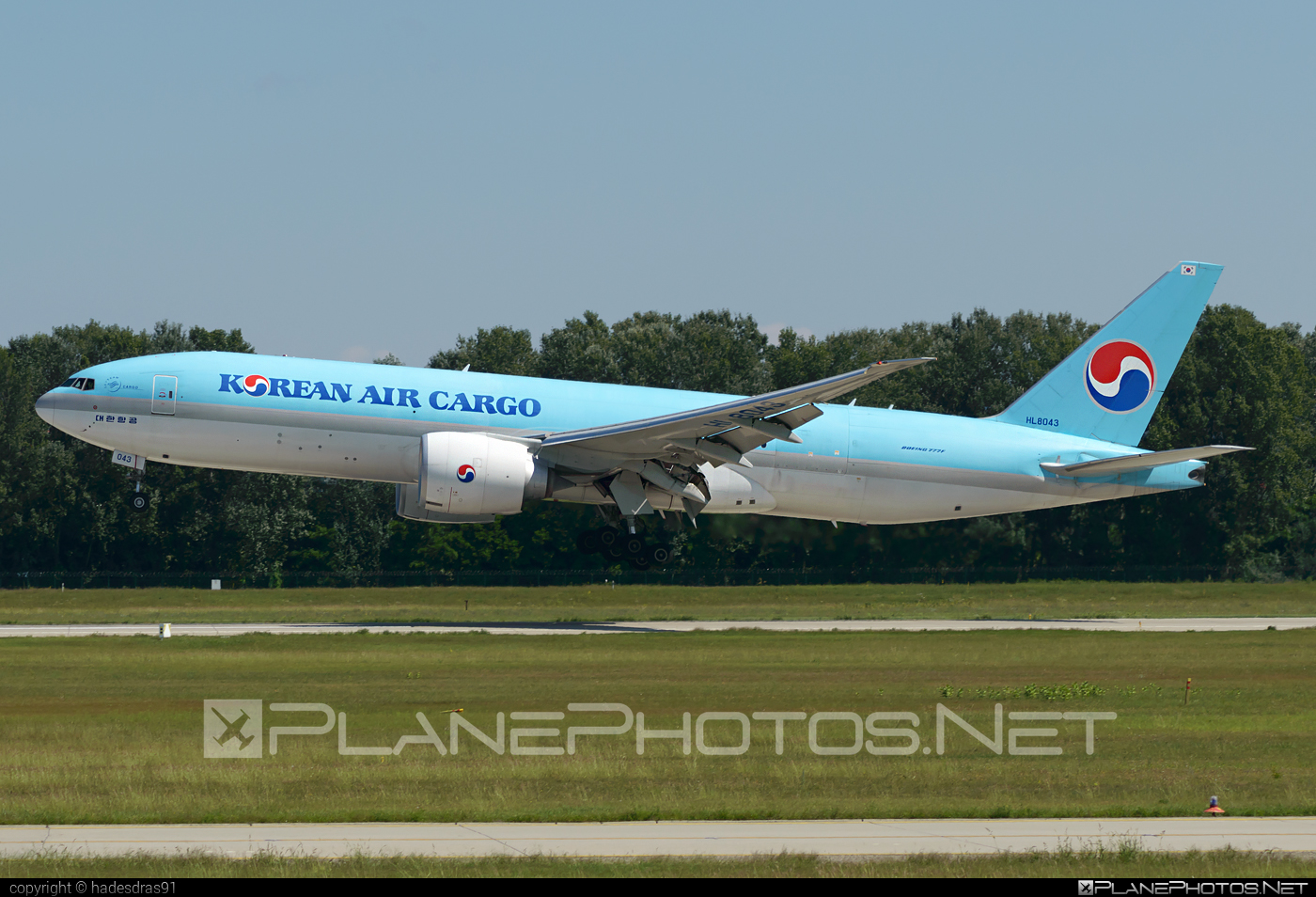 Boeing 777F - HL8043 operated by Korean Air Cargo #b777 #b777f #b777freighter #boeing #boeing777 #koreanair #koreanaircargo #tripleseven