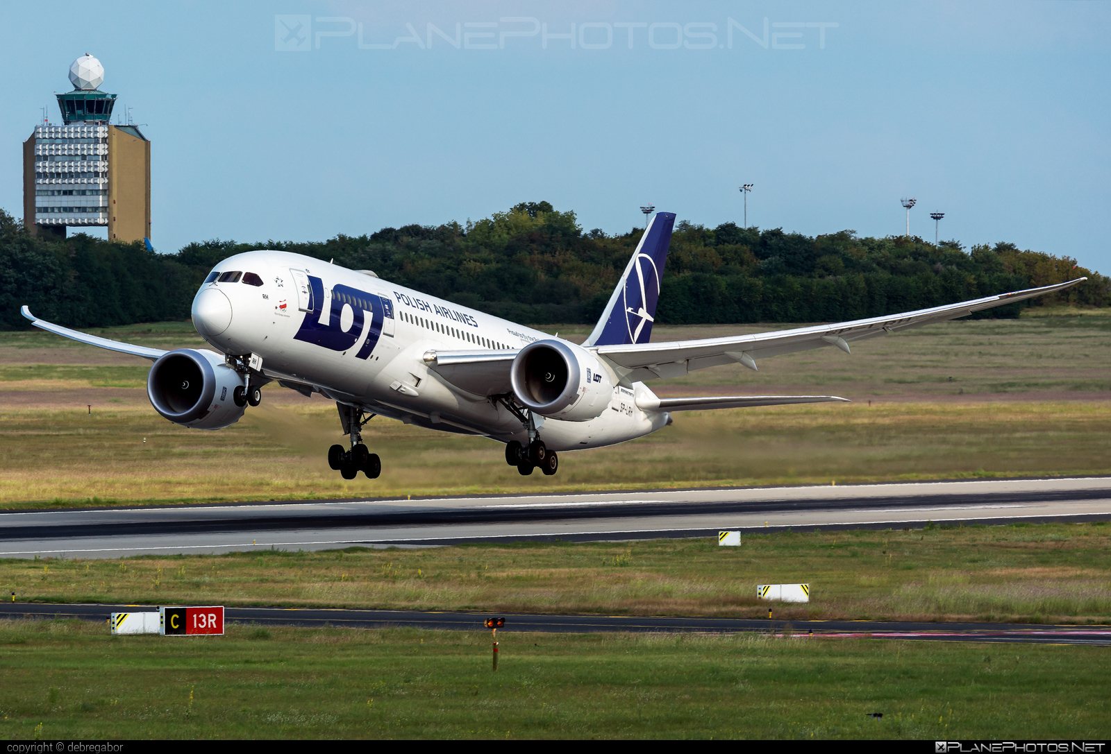 Boeing 787-8 Dreamliner - SP-LRH operated by LOT Polish Airlines #b787 #boeing #boeing787 #dreamliner #lot #lotpolishairlines
