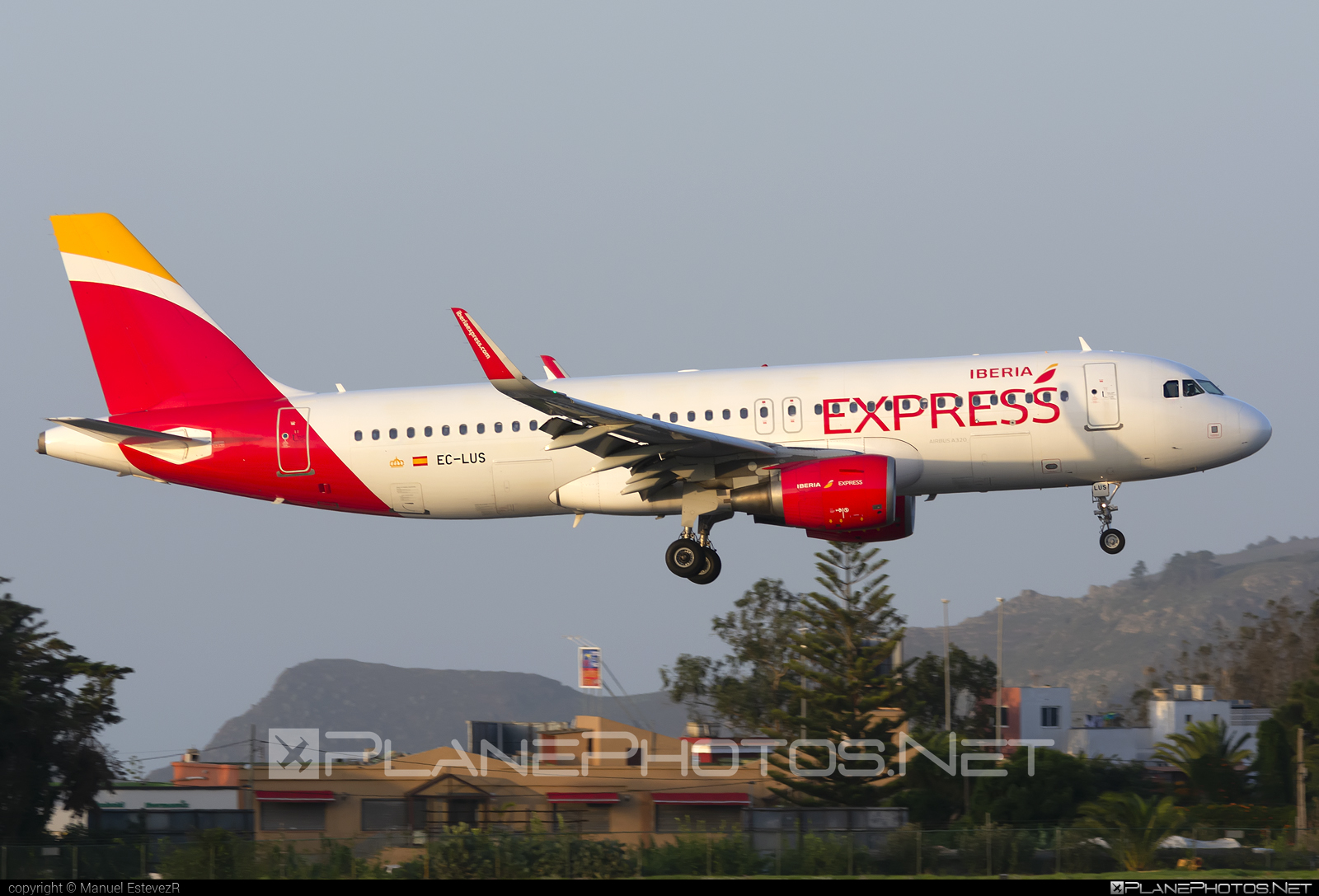 Airbus A320-216 - EC-LUS operated by Iberia Express #a320 #a320family #airbus #airbus320 #iberia #iberiaexpress