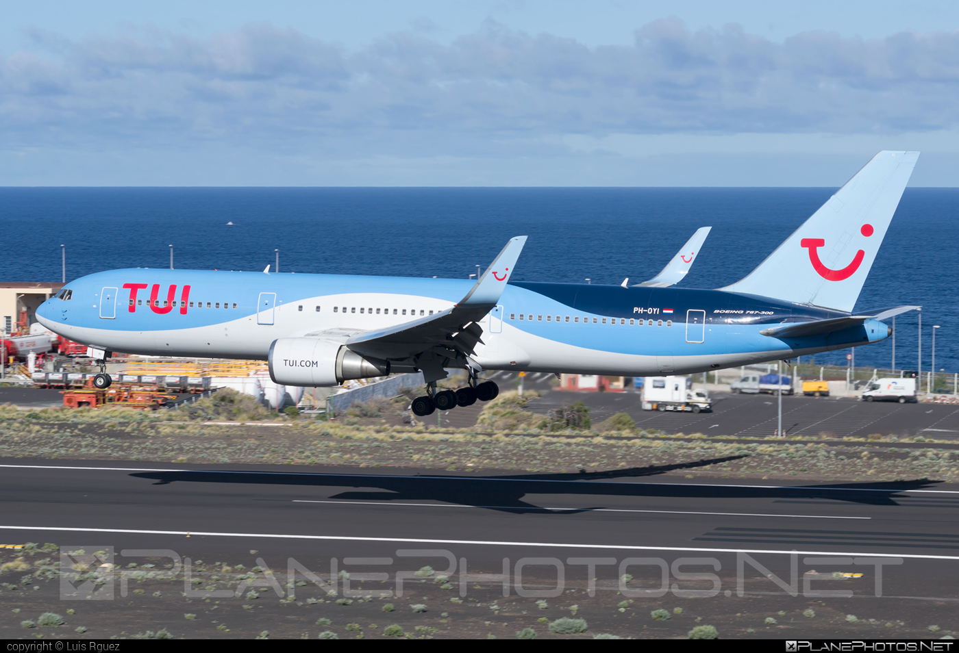 Boeing 767-300ER - PH-OYI operated by TUI Airlines Nederlands #b767 #b767er #boeing #boeing767 #tui #tuiairlines #tuiairlinesnederlands