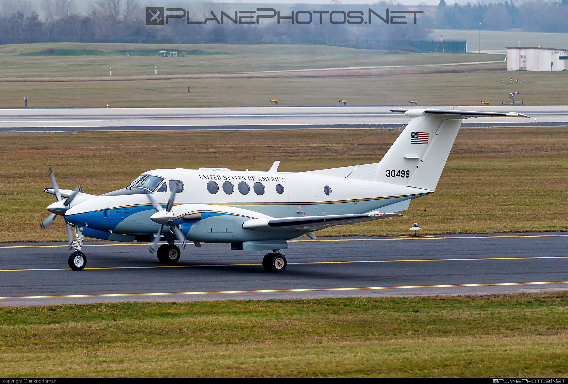 Beechcraft C-12D Huron - 83-0499 operated by US Air Force (USAF) #beechcraft #usaf #usairforce