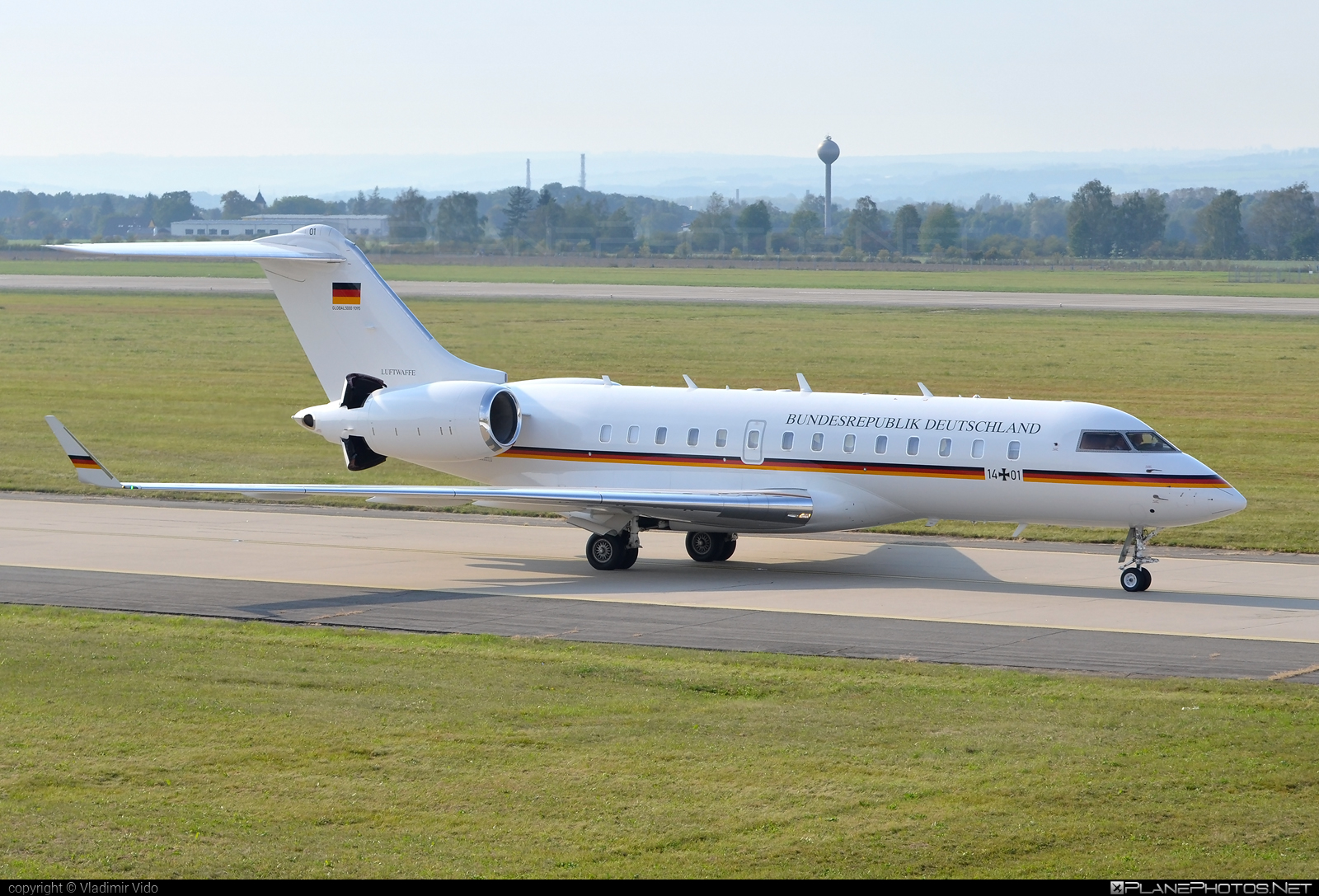 Bombardier Global 5000 (BD-700-1A11) - 14+01 operated by Luftwaffe (German Air Force) #GermanAirForce #bd7001a11 #bombardier #bombardierglobal5000 #global5000 #luftwaffe