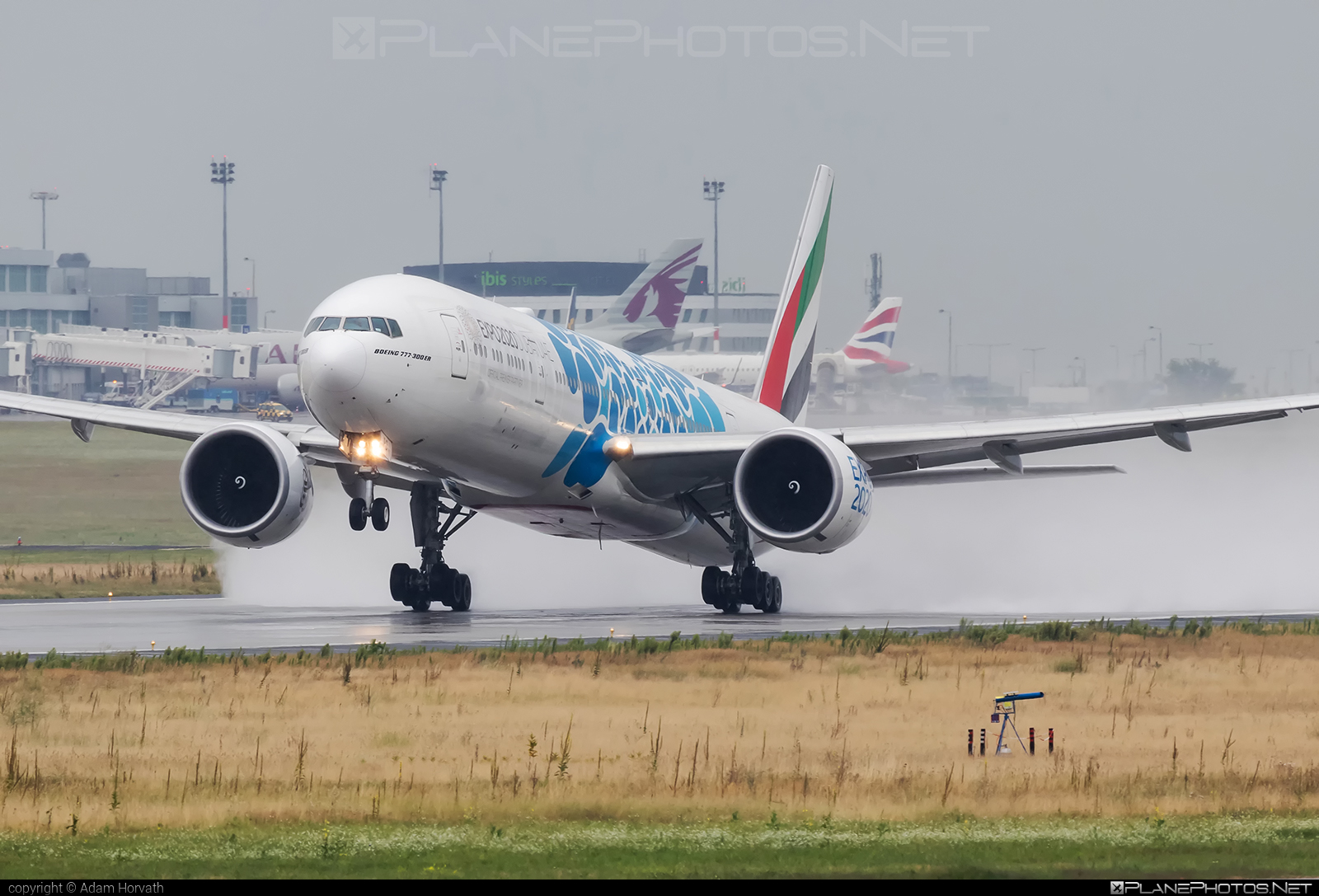 Boeing 777-300ER - A6-EPD operated by Emirates #b777 #b777er #boeing #boeing777 #emirates #tripleseven