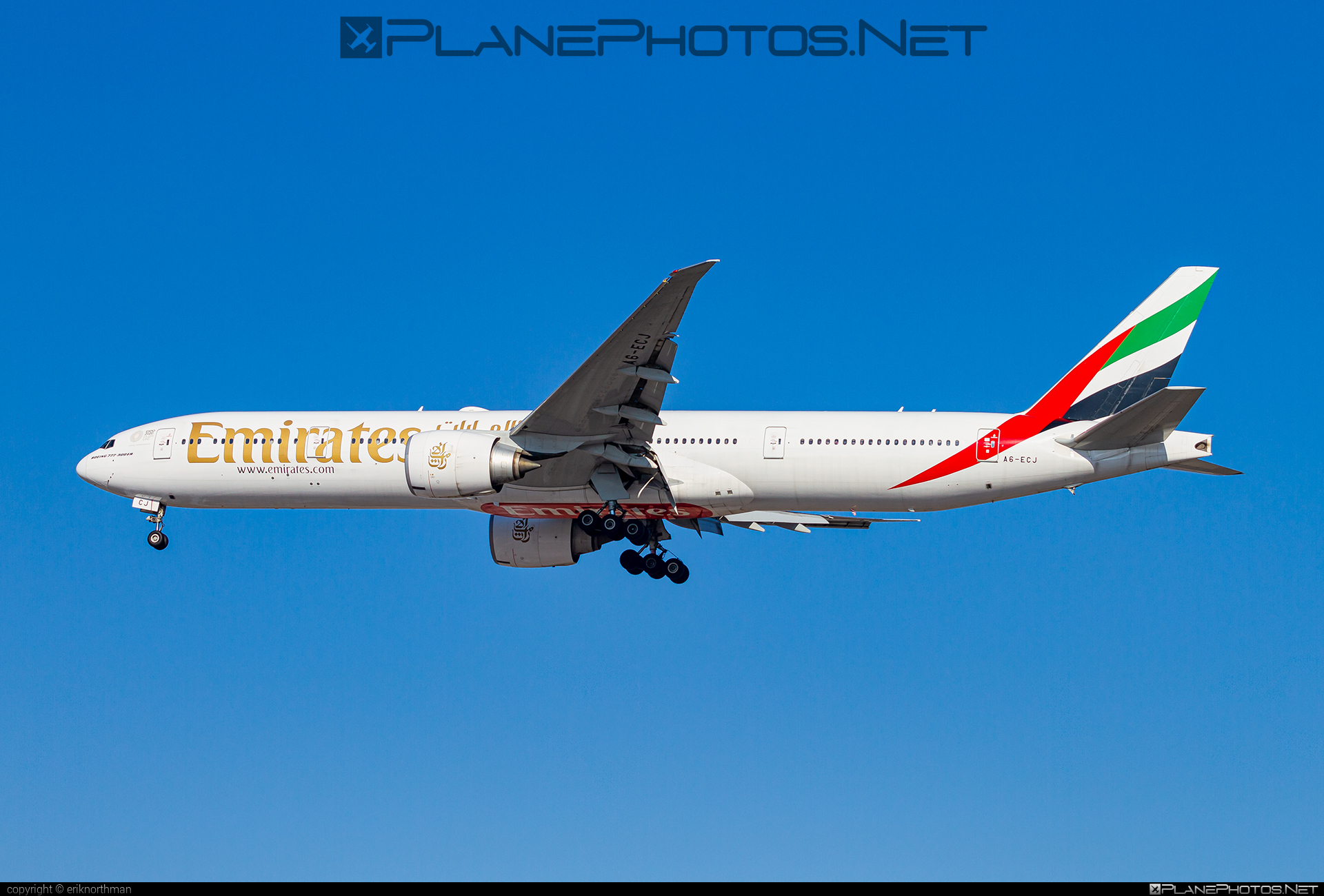 Boeing 777-300ER - A6-ECJ operated by Emirates #b777 #b777er #boeing #boeing777 #emirates #tripleseven