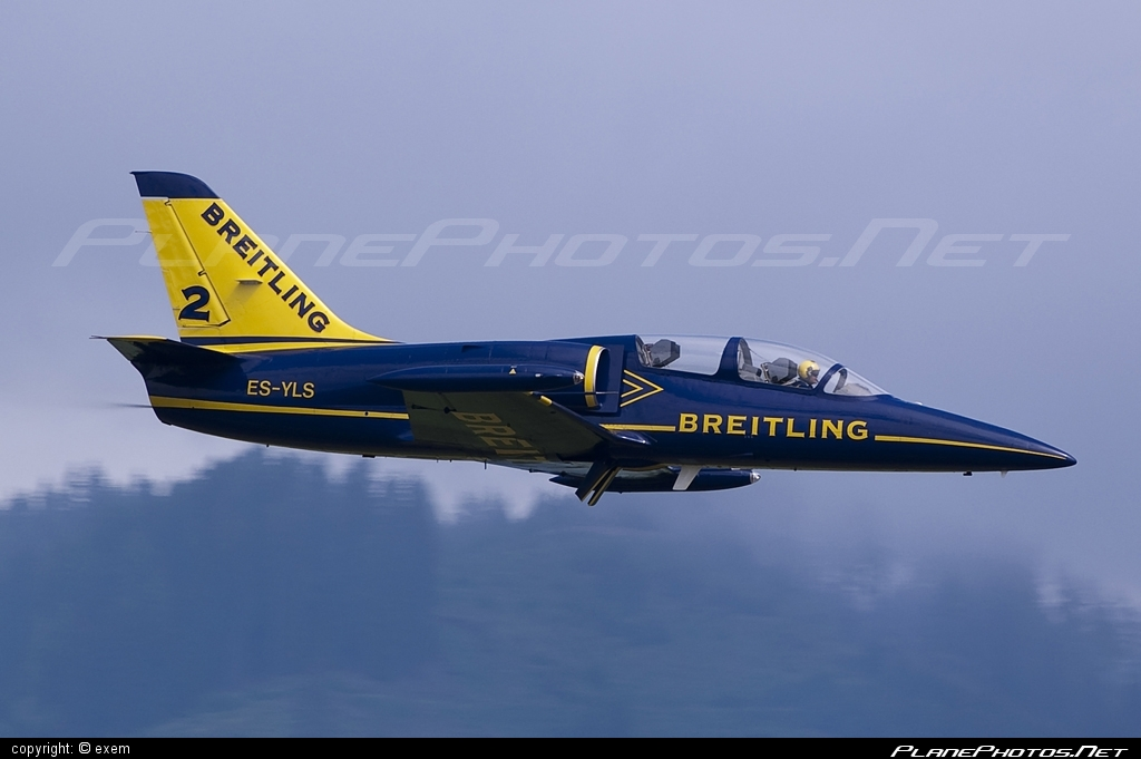 Aero L-39C Albatros - ES-YLS operated by Breitling Apache Jet Team #aero #aerol39 #aerol39albatros #aerol39calbatros #airpower #airpower2009 #albatros #breitlingapachejetteam #l39 #l39c #l39calbatros