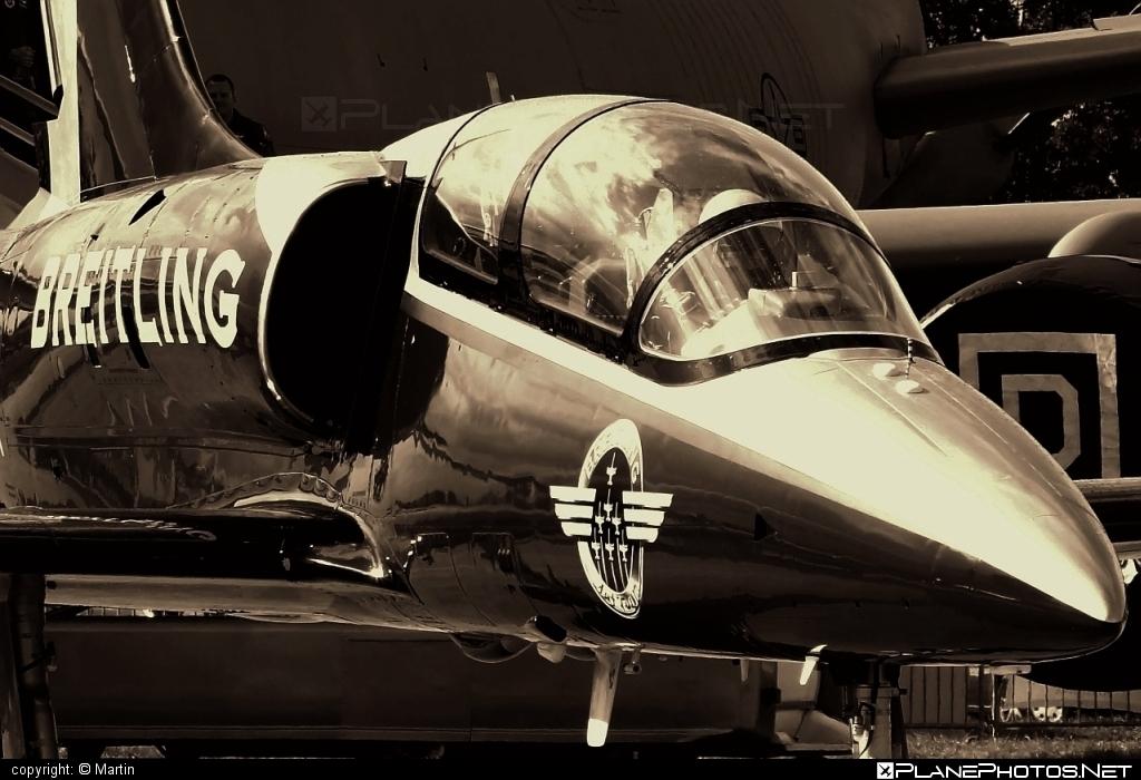 Aero L-39C Albatros - ES-YLX operated by Breitling Apache Jet Team #aero #aerol39 #aerol39albatros #aerol39calbatros #albatros #breitlingapachejetteam #l39 #l39c #l39calbatros
