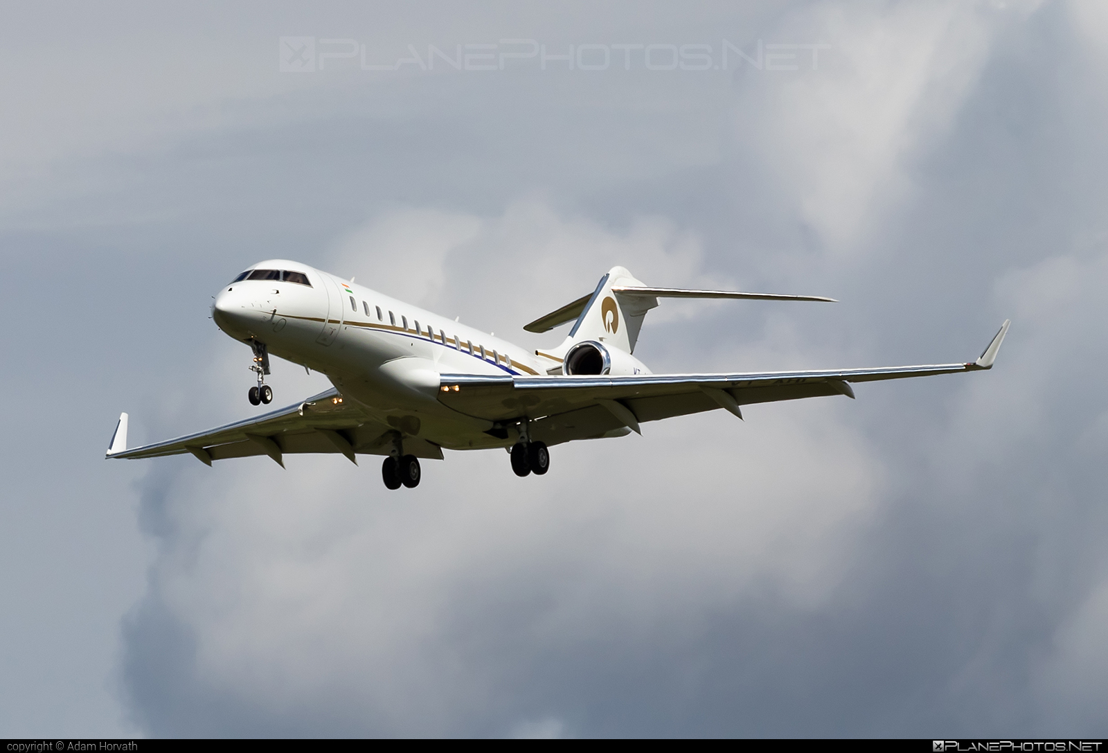 Bombardier Global 6000 (BD-700-1A10) - VT-AHI operated by Private operator #bd7001a10 #bombardier #bombardierglobal6000 #global6000