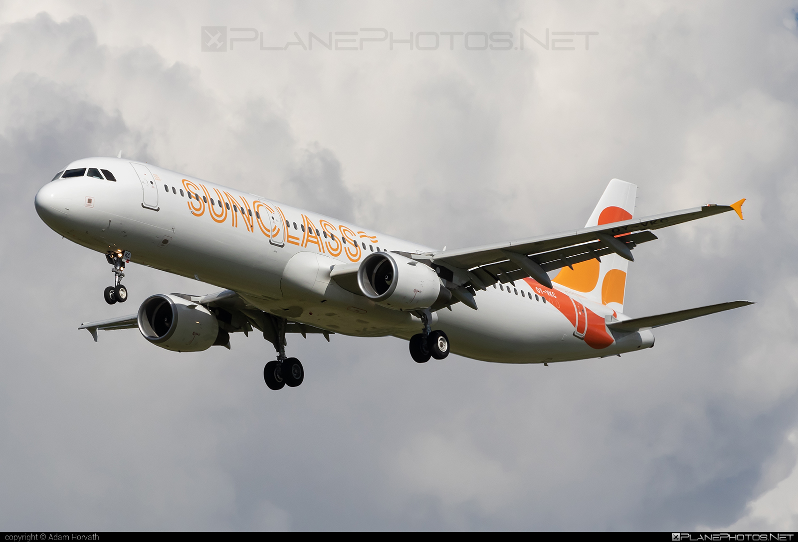 Airbus A321-211 - OY-VKC operated by Sunclass Airlines #SunclassAirlines #a320family #a321 #airbus #airbus321