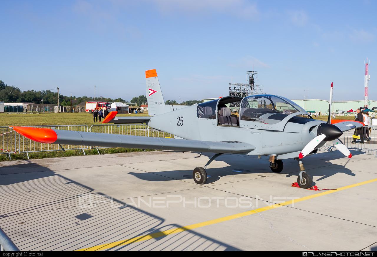 Zlin Z-143LSi - 25 operated by Magyar Légierő (Hungarian Air Force) #hungarianairforce #magyarlegiero #z143 #z143lsi #zlin #zlin143