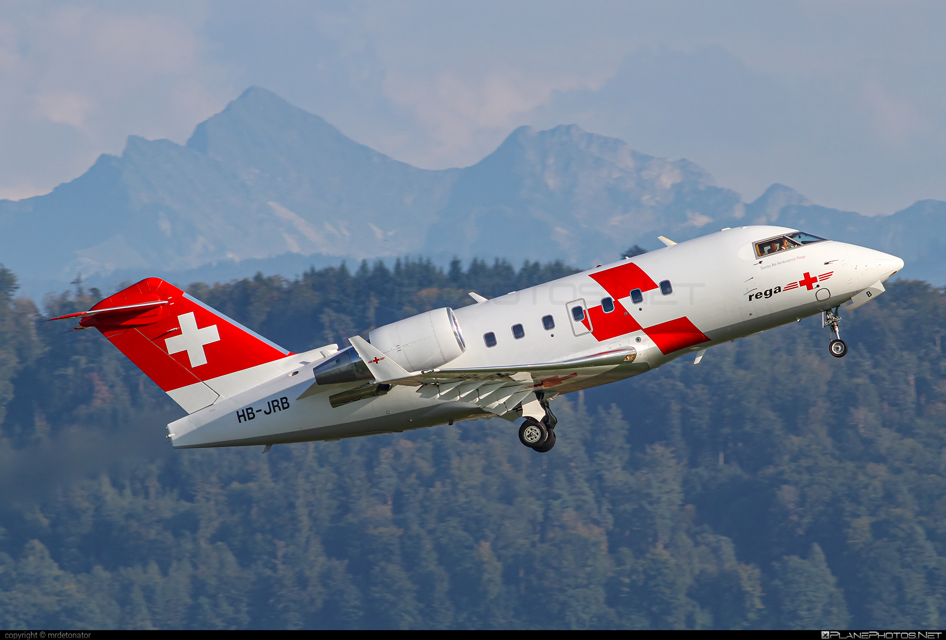 Bombardier Challenger 604 (CL-600-2B16) - HB-JRB operated by Swiss Air-Ambulance #bombardier #challenger604 #cl6002b16