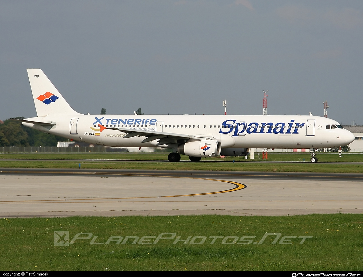 Airbus A321-231 - EC-INB operated by Spanair #a320family #a321 #airbus #airbus321