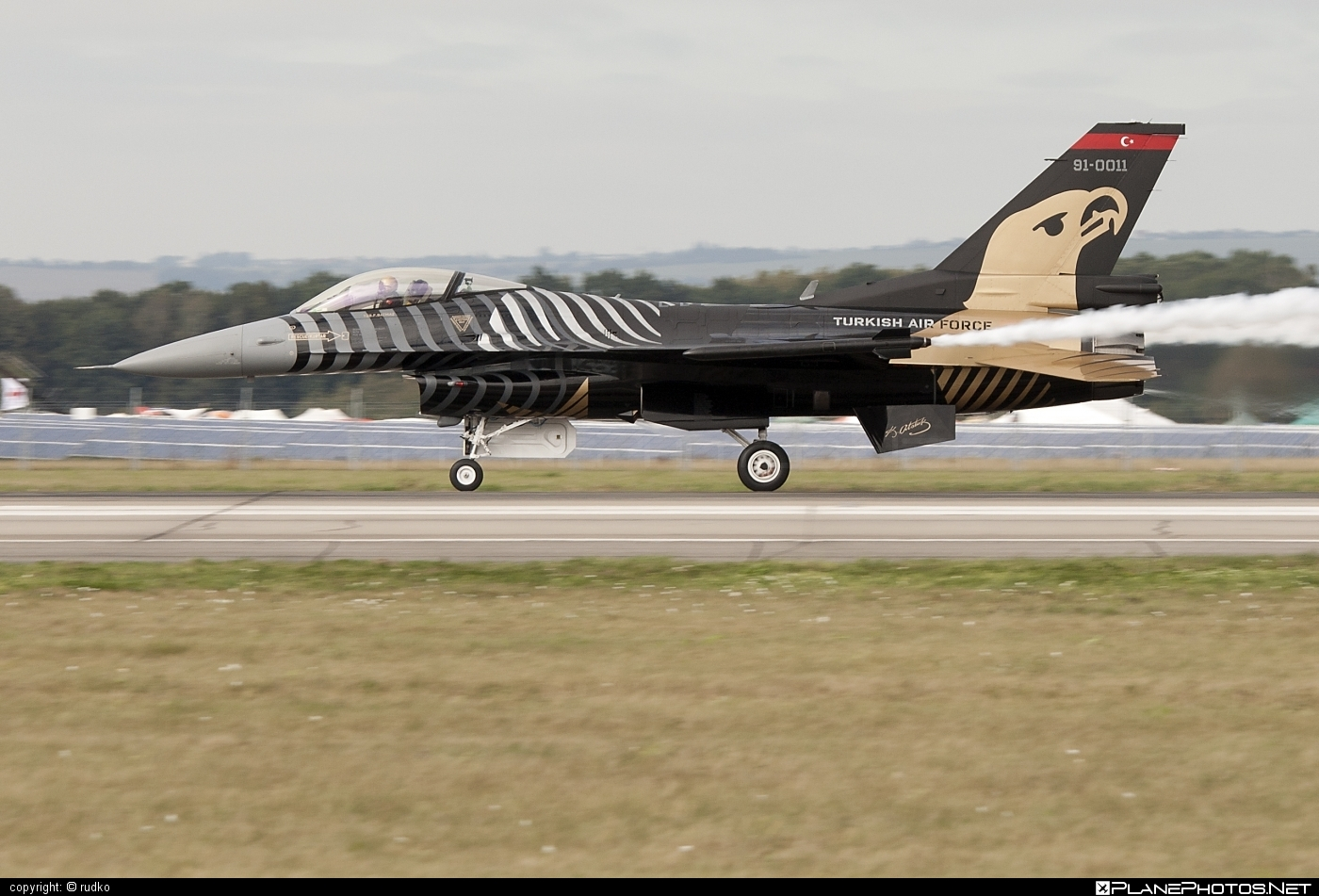 General Dynamics F-16C Fighting Falcon - 91-0011 operated by Türk Hava Kuvvetleri (Turkish Air Force) #f16 #f16c #fightingfalcon #generaldynamics #natodays #natodays2012 #turkishairforce