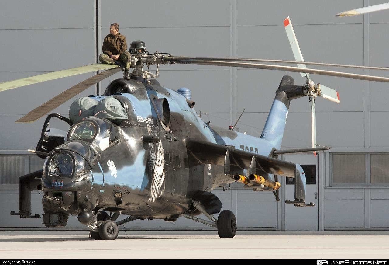 Mil Mi-24V - 7353 operated by Vzdušné síly AČR (Czech Air Force) #czechairforce #mi24 #mi24v #mil #mil24 #mil24v #milhelicopters #natodays #natodays2012 #vzdusnesilyacr