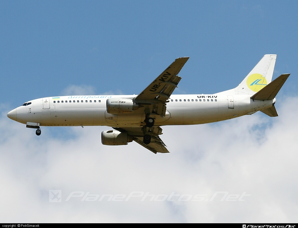 Boeing 737-400 - UR-KIV operated by Dniproavia #b737 #boeing #boeing737