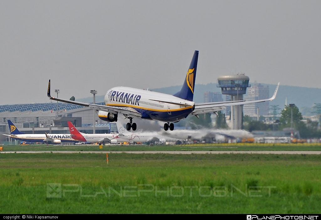 Boeing 737-800 - EI-EFC operated by Ryanair #b737 #b737nextgen #b737ng #boeing #boeing737 #ryanair