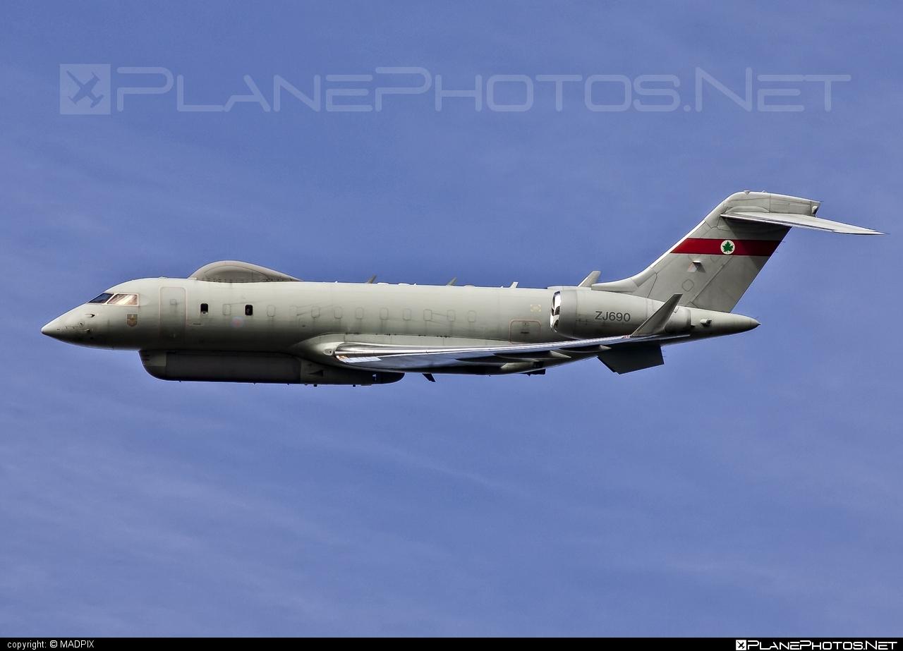 Bombardier BD-700-1A10 Sentinel R.1 - ZJ690 operated by Royal Air Force (RAF) #bombardier #raf #royalairforce
