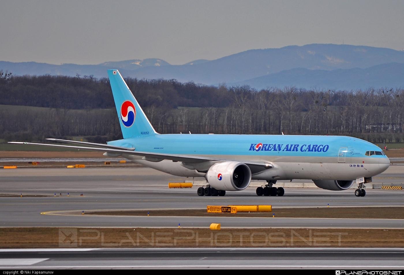 Boeing 777F - HL8252 operated by Korean Air Cargo #b777 #b777f #b777freighter #boeing #boeing777 #koreanair #koreanaircargo #tripleseven