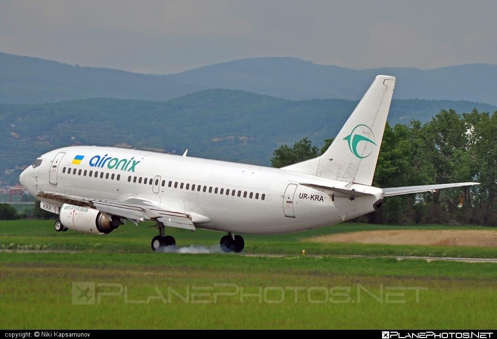Boeing 737-300 - UR-KRA operated by Air Onix #b737 #boeing #boeing737