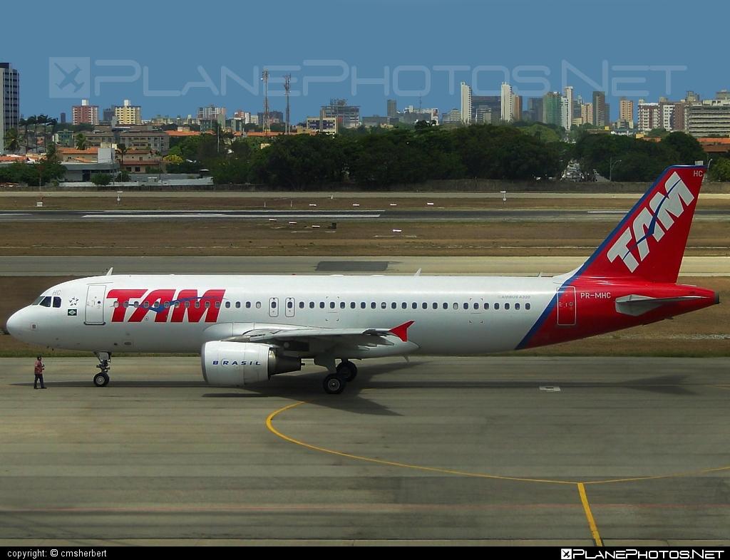 Airbus A320-214 - PR-MHC operated by TAM Linhas Aéreas #a320 #a320family #airbus #airbus320 #tam #tamairlines #tamlinhasaereas