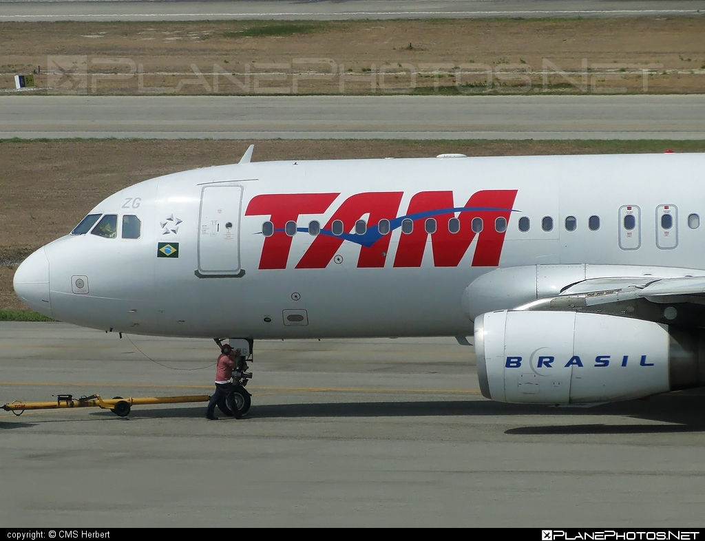 Airbus A320-232 - PT-MZG operated by TAM Linhas Aéreas #a320 #a320family #airbus #airbus320 #tam #tamairlines #tamlinhasaereas