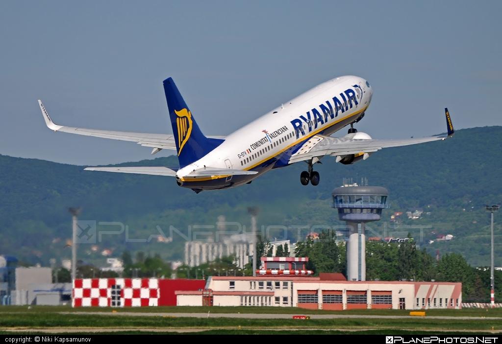 Boeing 737-800 - EI-EFH operated by Ryanair #b737 #b737nextgen #b737ng #boeing #boeing737 #ryanair