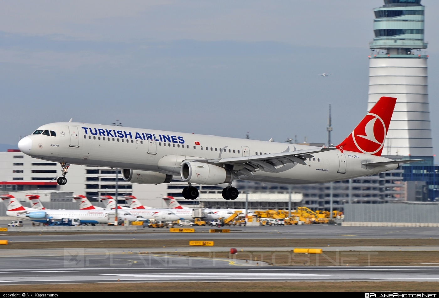 Airbus A321-231 - TC-JRT operated by Turkish Airlines #a320family #a321 #airbus #airbus321 #turkishairlines