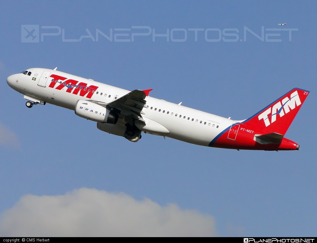 Airbus A320-232 - PT-MZT operated by TAM Linhas Aéreas #a320 #a320family #airbus #airbus320 #tam #tamairlines #tamlinhasaereas
