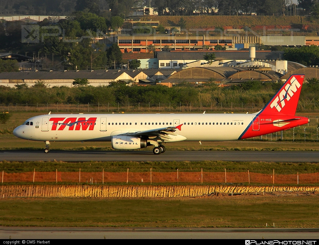 Airbus A321-231 - PT-MXE operated by TAM Linhas Aéreas #a320family #a321 #airbus #airbus321 #tam #tamairlines #tamlinhasaereas