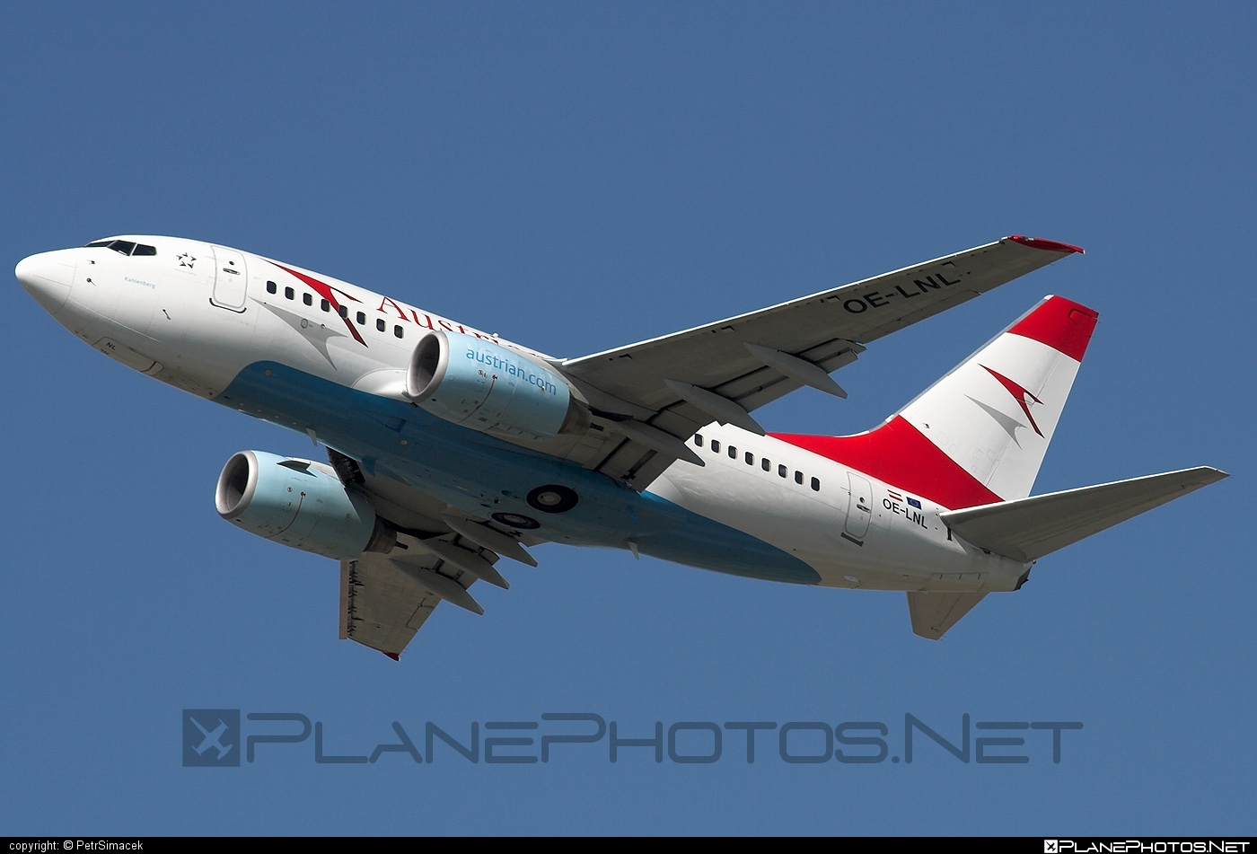 Boeing 737-600 - OE-LNL operated by Austrian Airlines #b737 #b737nextgen #b737ng #boeing #boeing737