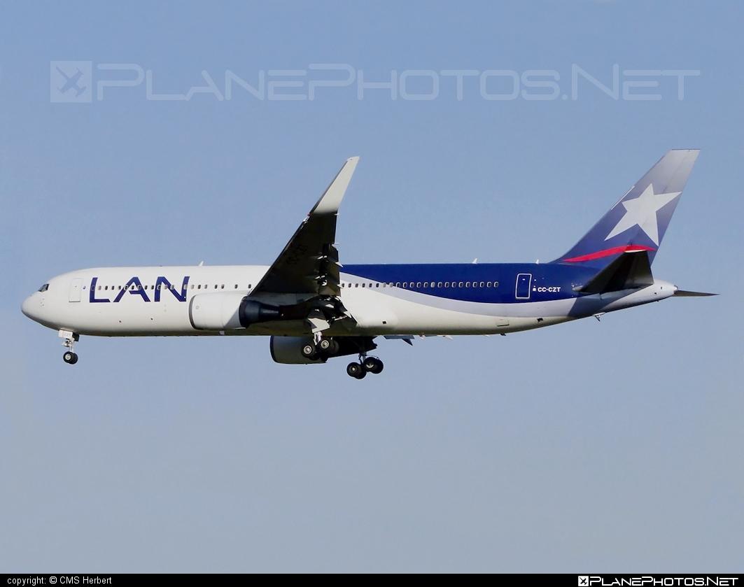 Boeing 767-300ER - CC-CZT operated by LAN #b767 #b767er #boeing #boeing767