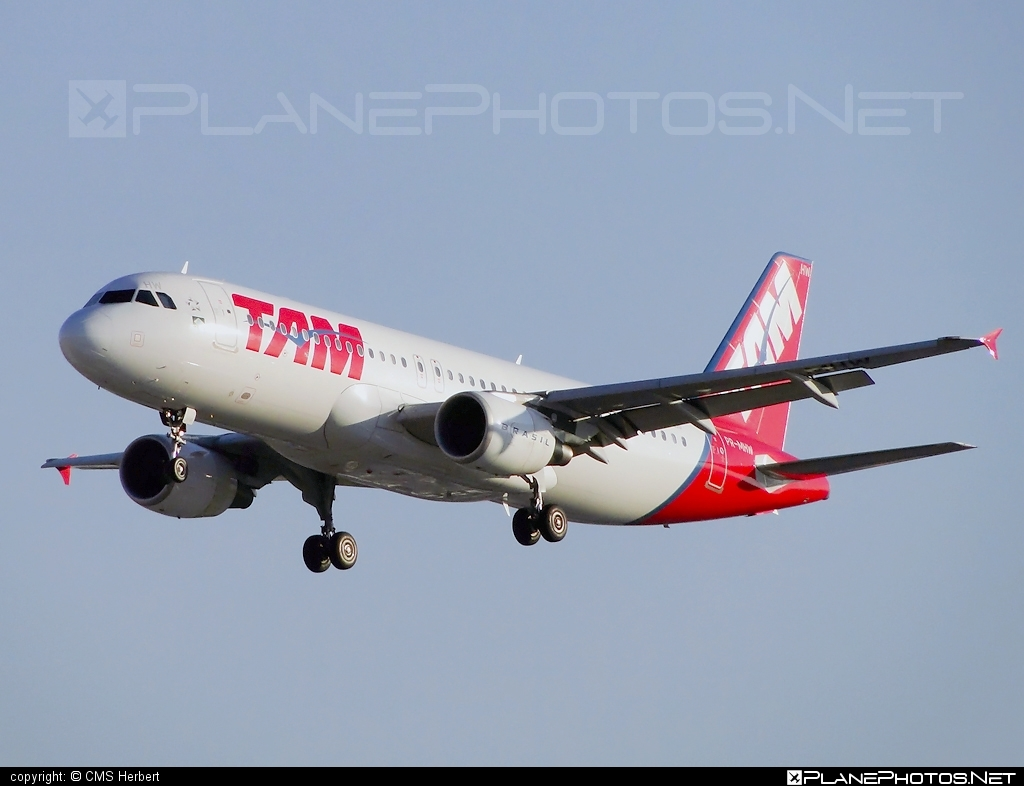 Airbus A320-214 - PR-MHW operated by TAM Linhas Aéreas #a320 #a320family #airbus #airbus320 #tam #tamairlines #tamlinhasaereas
