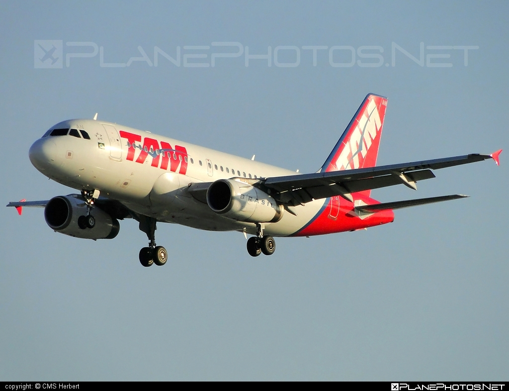 Airbus A319-132 - PR-MAN operated by TAM Linhas Aéreas #a319 #a320family #airbus #airbus319 #tam #tamairlines #tamlinhasaereas