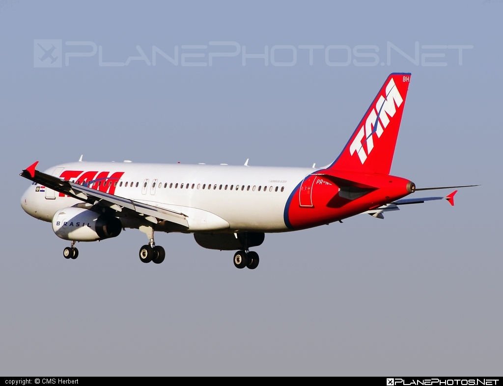 Airbus A320-232 - PR-MBH operated by TAM Linhas Aéreas #a320 #a320family #airbus #airbus320 #tam #tamairlines #tamlinhasaereas