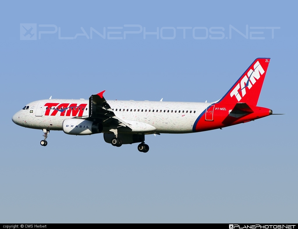 Airbus A320-232 - PT-MZL operated by TAM Linhas Aéreas #a320 #a320family #airbus #airbus320 #tam #tamairlines #tamlinhasaereas