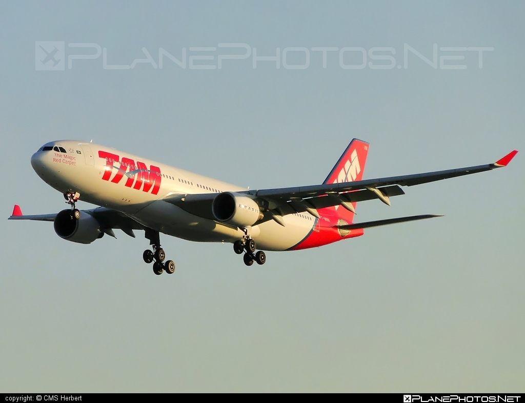 Airbus A330-223 - PT-MVN operated by TAM Linhas Aéreas #a330 #a330family #airbus #airbus330 #tam #tamairlines #tamlinhasaereas