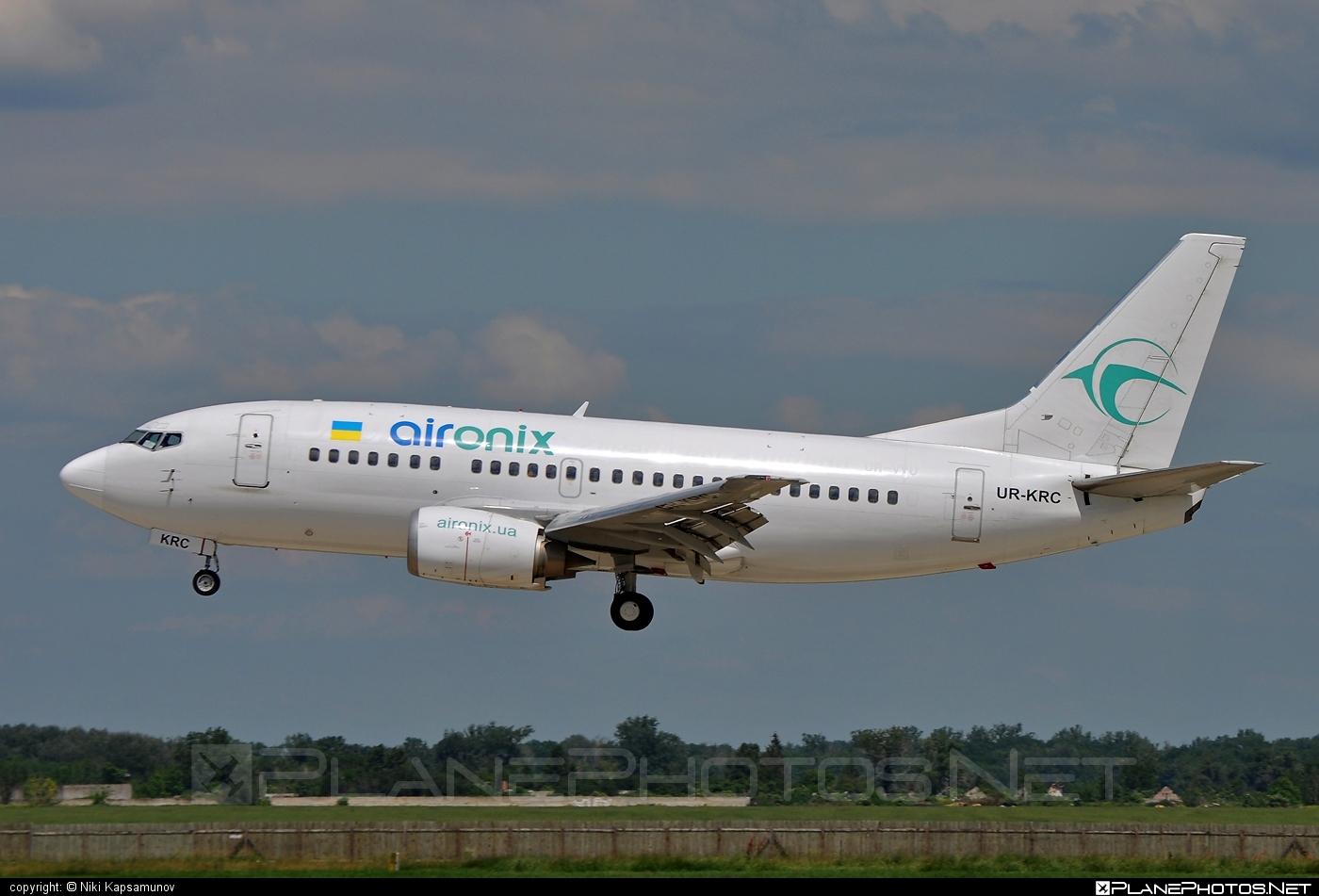 Boeing 737-500 - UR-KRC operated by Air Onix #b737 #boeing #boeing737