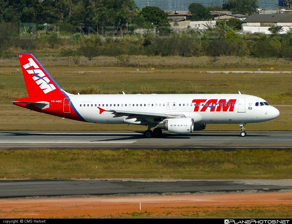 Airbus A320-214 - PR-MHC operated by TAM Linhas Aéreas #a320 #a320family #airbus #airbus320 #tam #tamairlines #tamlinhasaereas