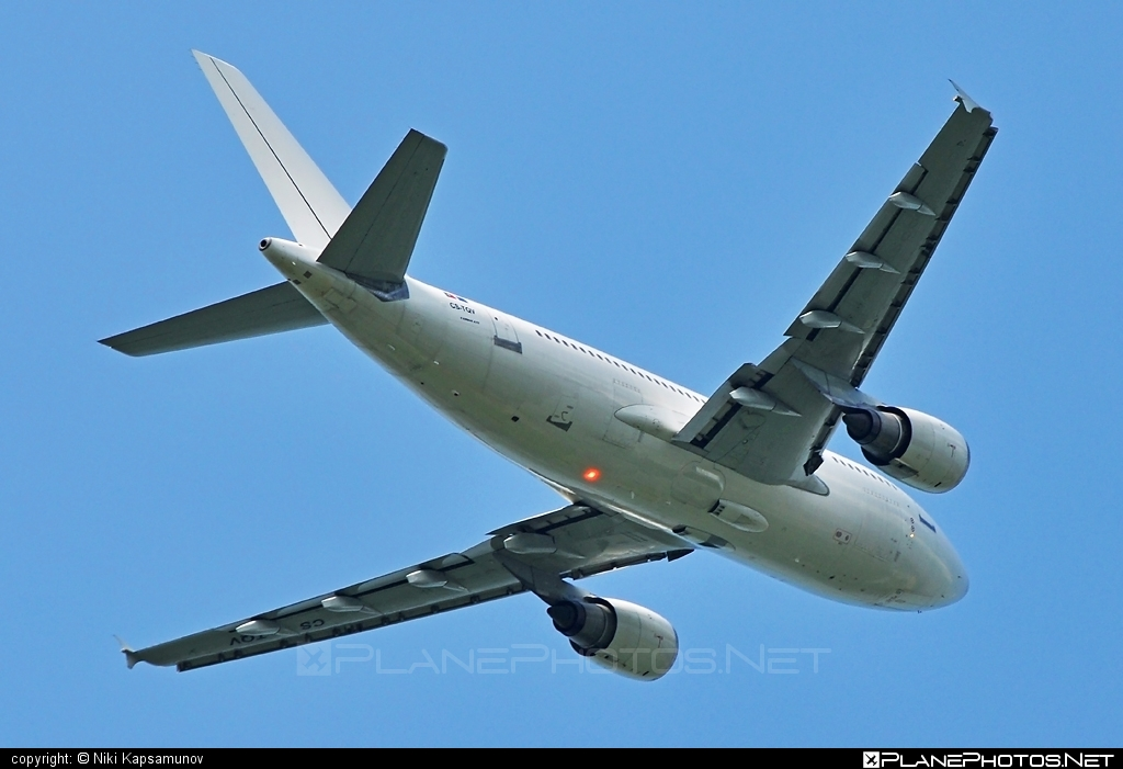 Airbus A310-304 - CS-TQV operated by White Airways #a310 #airbus