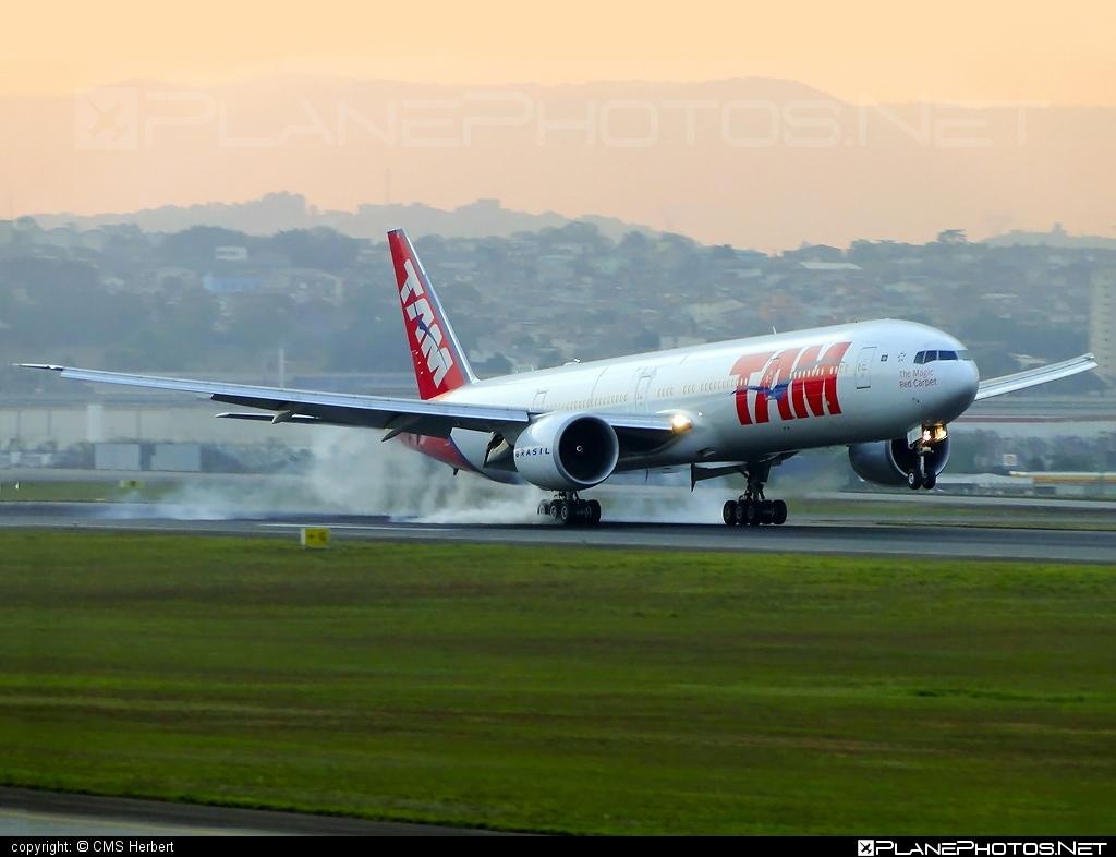 Boeing 777-300ER - PT-MUC operated by TAM Linhas Aéreas #b777 #b777er #boeing #boeing777 #tam #tamairlines #tamlinhasaereas #tripleseven